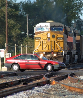 Train_and_car_near_miss