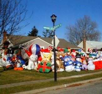 Lawn_decoration_to_the_extreme
