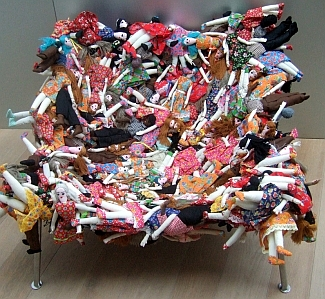 Chair_of_dolls_2