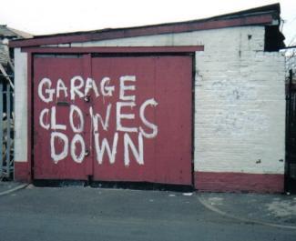 Garage_clowes_down